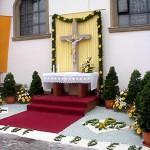 Scheuern - Kreuz an der Kirche - Fronleichnam